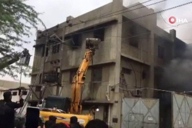 Pakistan'da fabrika yangını: En az 15 ölü