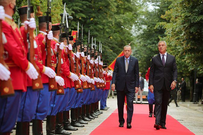 Cumhurbaşkanı Erdoğan Karadağ'da resmi törenle karşılandı