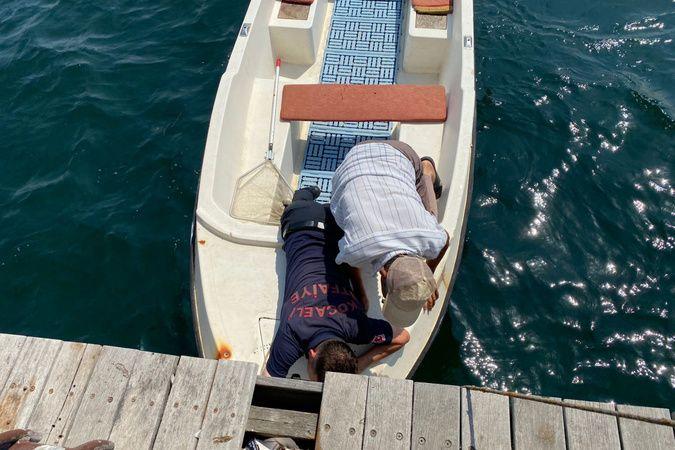 Tekne üzerinde kedi kurtarma operasyonu