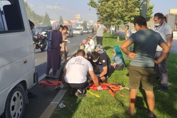 İşçi midibüsünün karıştığı zincirleme kazada 20 kişi yaralandı