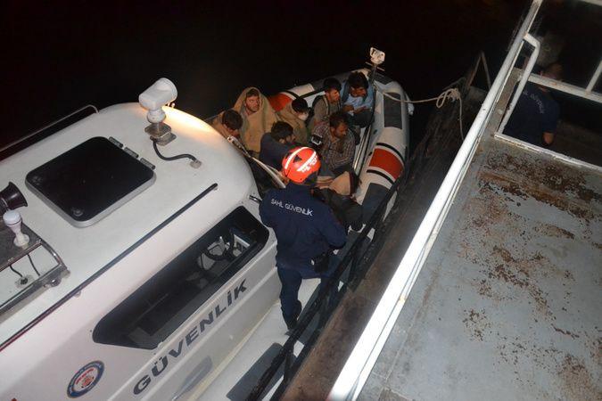 Van Gölü'nü şişme botlarla geçmeye çalışan 60 kaçak göçmen yakalandı