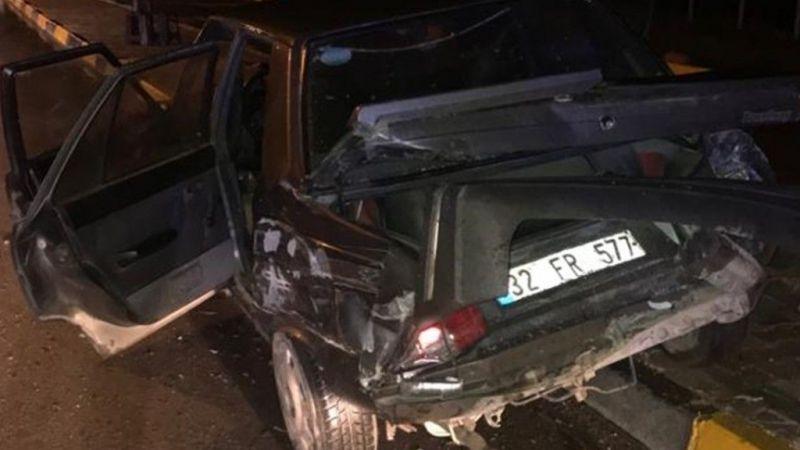 Isparta'da minibüs iki otomobile çarptı: 21 yaralı