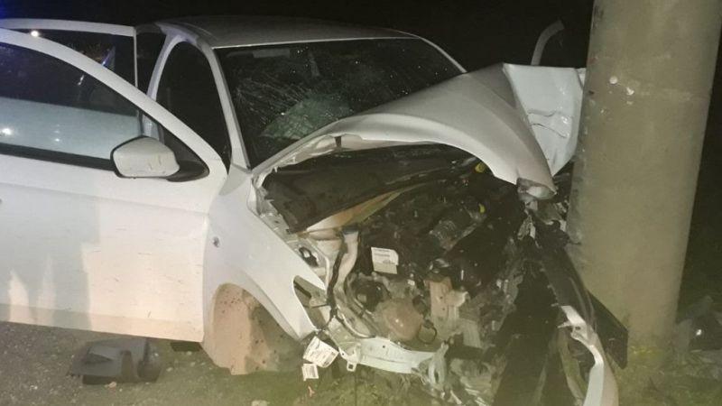 Antalya'da otomobil direğe çarptı: 2 ölü, 1 yaralı