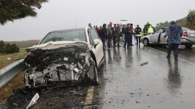 Burdur'da iki otomobil çarpıştı: 6 yaralı