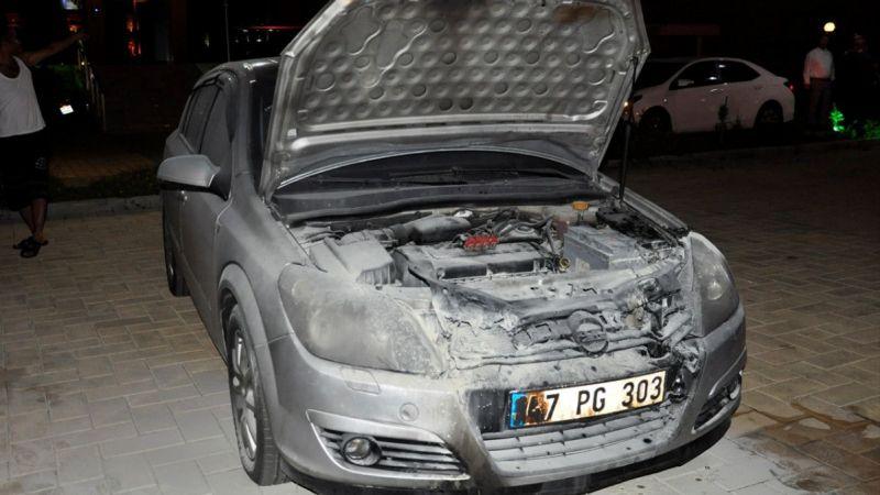 Antalya'da polis memurunun aracı kundaklandı