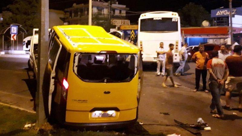 Antalya'da tur midibüsü ile taksi çarpıştı: 1 ölü, 7 yaralı