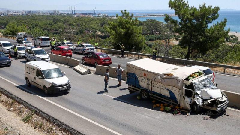 Antalya'da trafik kazaları: 7 yaralı