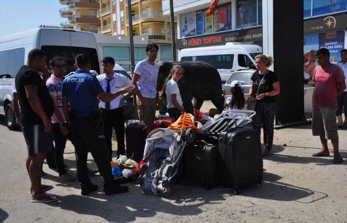 Antalya'da tur midibüsü devrildi: 16 yaralı