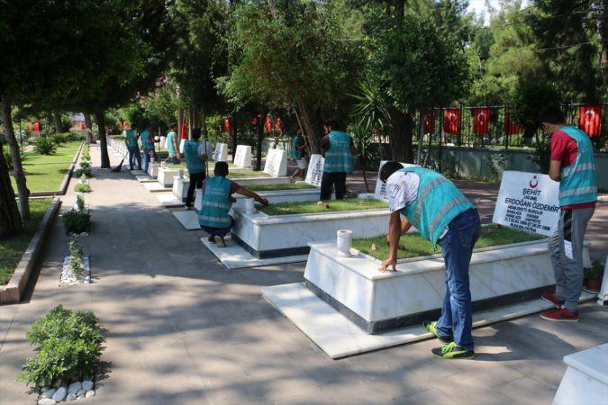 Hükümlülerden şehit mezarlarına bakım