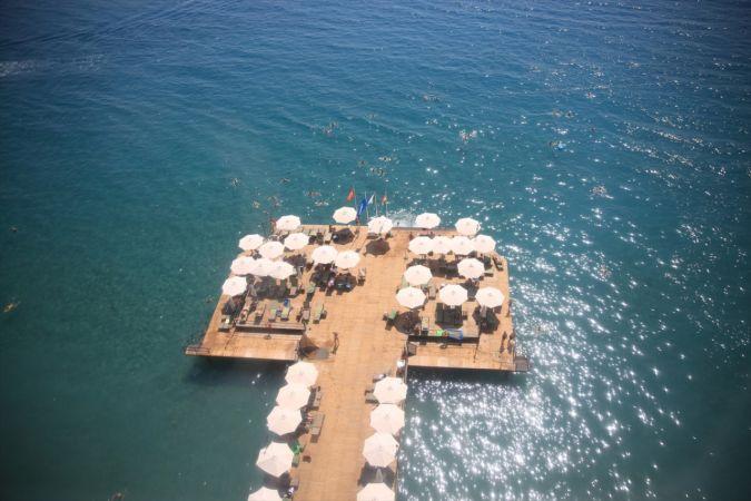 Antalya'da sahillerde yoğunluk