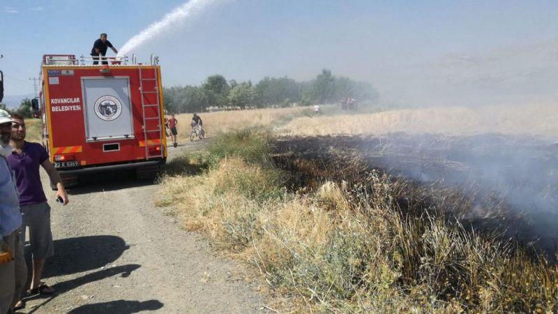 Panik dolu anlar... Elektrik akımına kapılan karga yangına sebep oldu