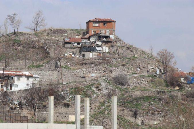 Tarihi Ankara Kalesi ve Hacı Bayram Cami çevresine yakışmayan görüntüler