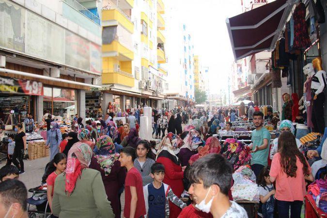 Halk tam kapanma öncesi çarşı-pazara akın etti