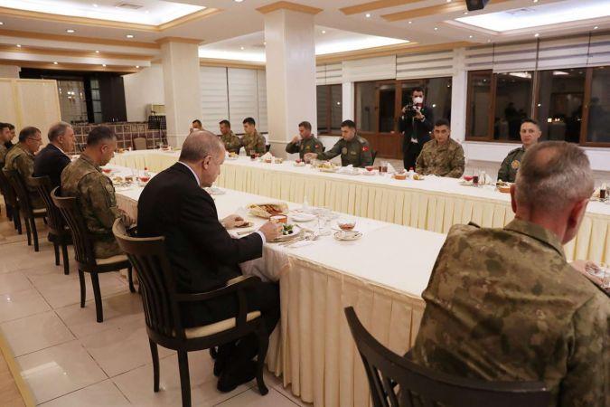 Cumhurbaşkanı Erdoğan 4'üncü Kolordu Komutanlığını ziyaret etti