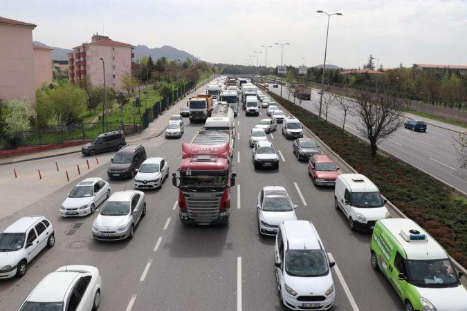 Ankara'nın trafik yoğunluğu normal günleri katladı