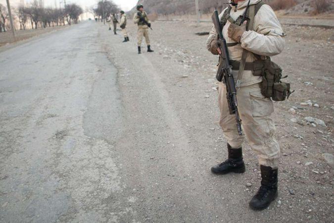 Kırgızistan-Tacikistan sınırında çatışmalar sürüyor: 13 ölü binlerce tahliye