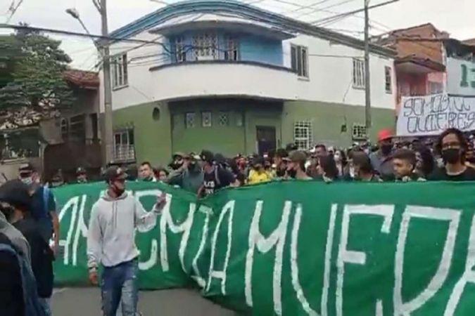 Kolombiya'da gösterilerde 6 kişi öldü