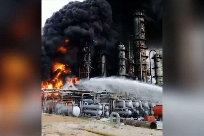 Humus'ta petrol rafinerisinde yangın çıktı