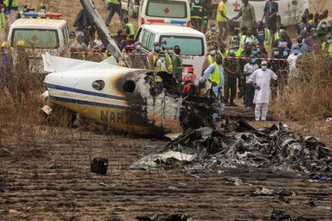 İçerisinde Nijerya Genelkurmay Başkanı'nın da olduğu uçak düştü: 13 ölü