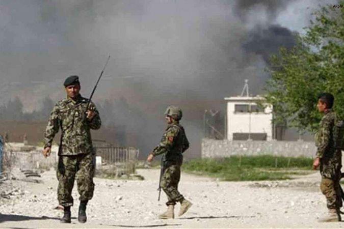 Afganistan'da polis aracına bombalı saldırı