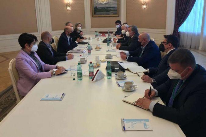 Rusya ve ABD heyetleri İran nükleer anlaşmasını görüştü