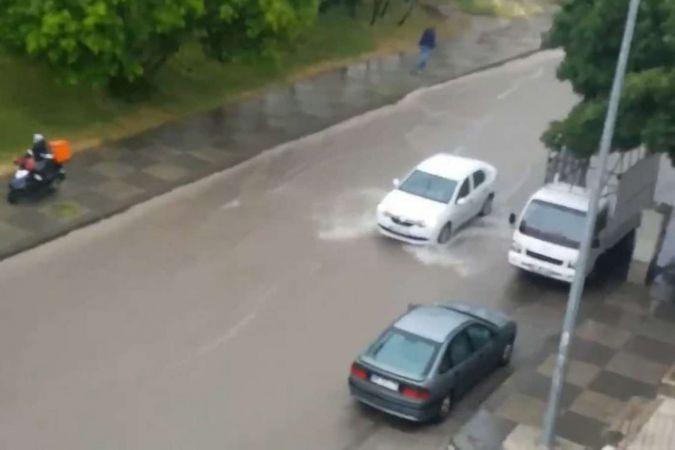Ankara'da aşırı yağışlar su baskınlarına neden oldu