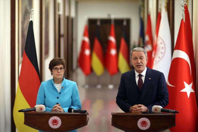 Milli Savunma Bakanı Akar, Alman mevkidaşıyla görüştü