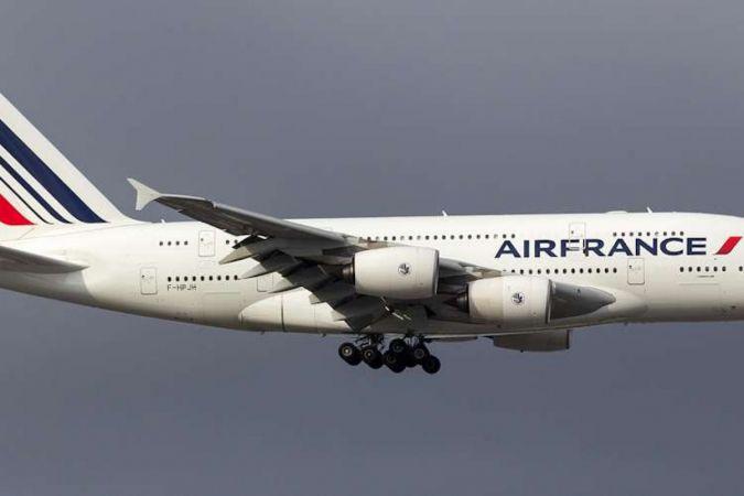 Fransa'ya seyahat edecek yolcuları karantina şartı kaldırıldı