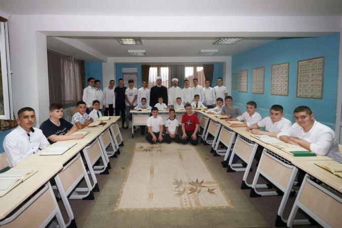 Diyanet İşleri Başkanı Erbaş Kur'an kursu öğrencilerini ziyaret etti