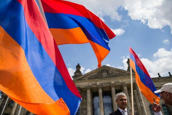 Ermenistan'da seçimleri Paşinyan'ın partisi kazandı