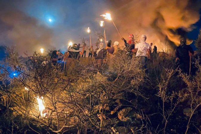 Siyonist işgalciler şehidlerin naaşını isteyen Filistinlilere saldırdı