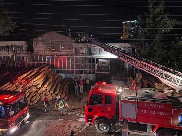 Kereste fabrikasındaki yangın söndürüldü