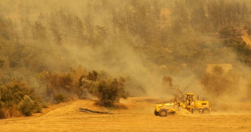 Orman Bölge Müdürü: Manavgat'taki yangında dumanın ısıttığı yer yanmaya başladı