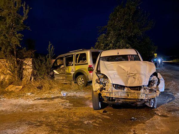 Hafif ticari araçlar çarpıştı: 9 yaralı