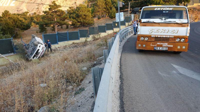 Otomobil askeri bölgenin duvarına çarptı