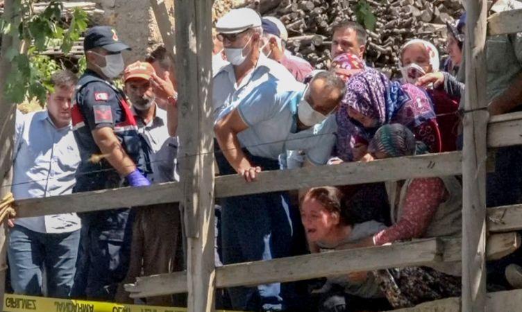 Şehit babası devrilen traktörün altında yaşamını yitirdi