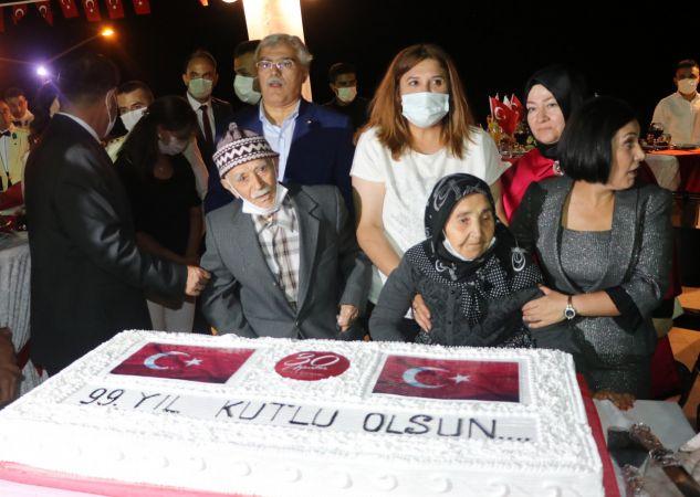 99'uncu yıl pastasını 99 yaşındaki Yusuf dede kesti
