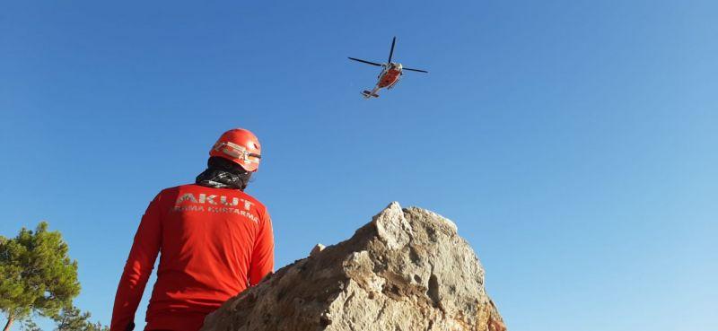 Tekli uçuşyapan yamaç paraşütçüsü, Alanya Kalesi eteklerine çakıldı