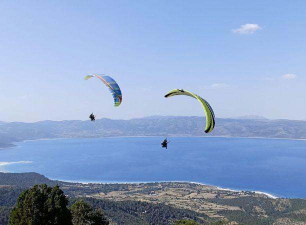 Salda Gölü kıyısına iniş yapan paraşütçülere para cezası