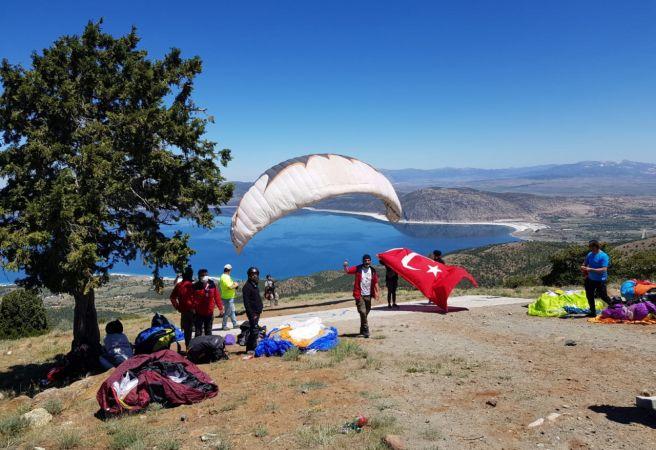 Salda Kayak Merkezi'nden paraşütle izinsiz atlayış yasaklandı