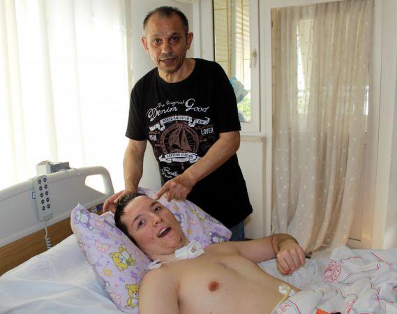 Kaza sonrası engelli kalan oğluna bakan baba: Tek isteğim sağlığına kavuşması