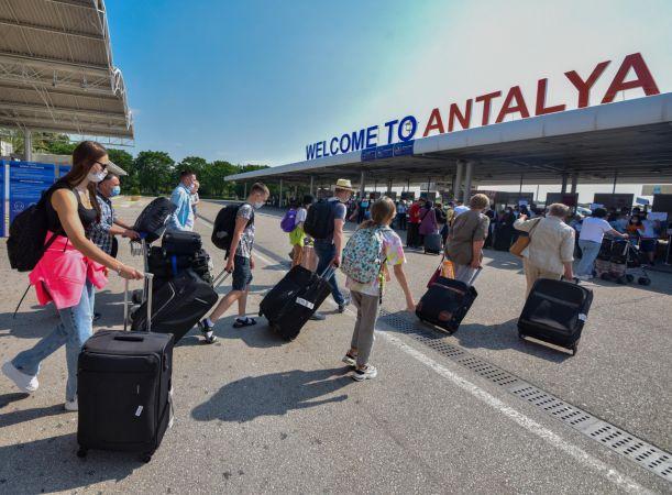 Antalya'ya gelen turist sayısı 6 milyonu geçti