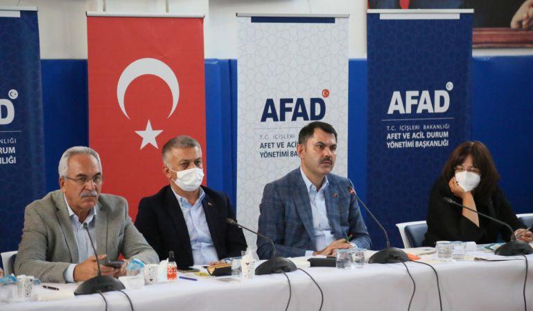 Bakan Kurum: Antalya ve Muğla'da yanan 2 bin 516 binanın 1100'ü yıkıldı
