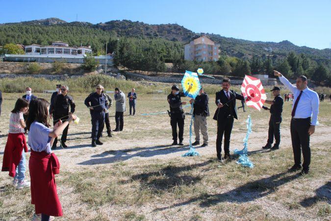 Polislerden öğrencilere uçurtma etkinliği