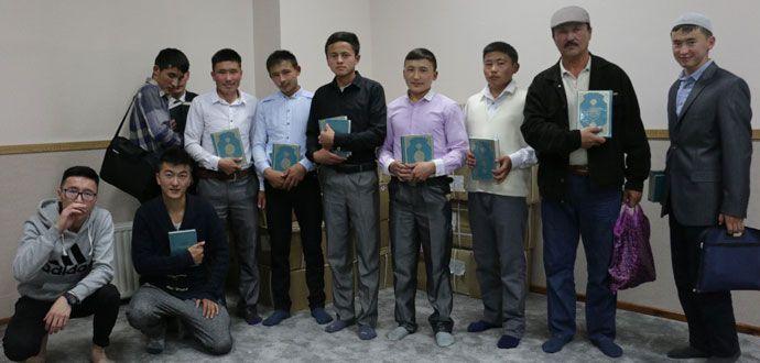 Diyanet Vakfı Moğolistan'da 4 Bin Kur'an Dağıttı