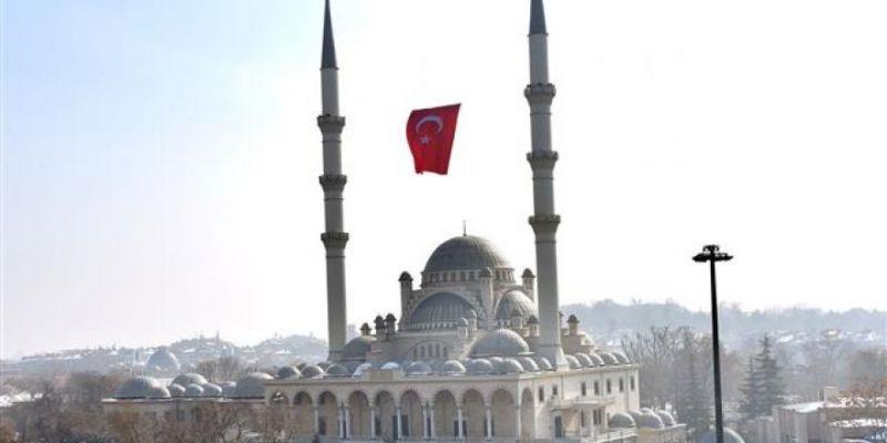 Konya'daki Minareli Camilere Bayrak Asılacak