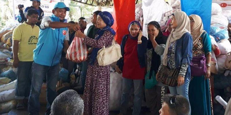 Diyanet Vakfı'ndan Filipin'e İnsani Yardım