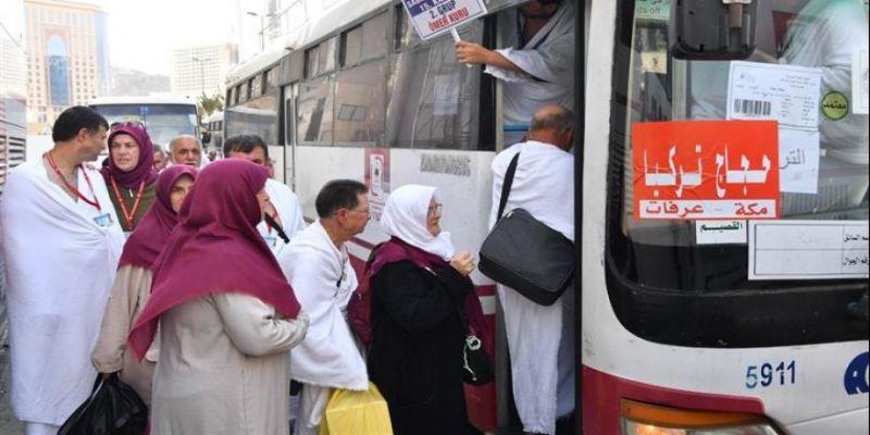 Hacı Adayları Arafat'a Çıkmaya Başladı