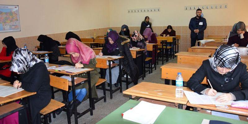 Üniversite Öğrencileri Umre İçin Yarıştı