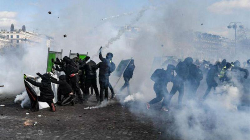 Fransa'da Sarı Yelekliler Krizi Büyüyor!